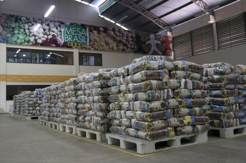 Mesa Brasil Sesc distribui três mil cestas básicas em Manaus