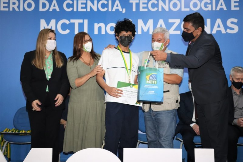 Alunos do Centro de Educação são agraciados em evento do Ministério da Ciência, Tecnologia e Inovações