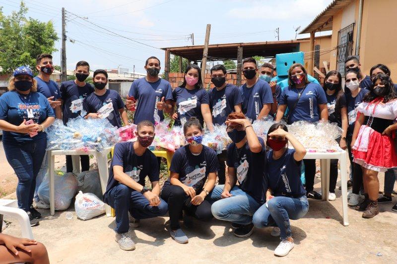 Aprendizes Senac AM entregam doações para crianças da Apan em Manaus