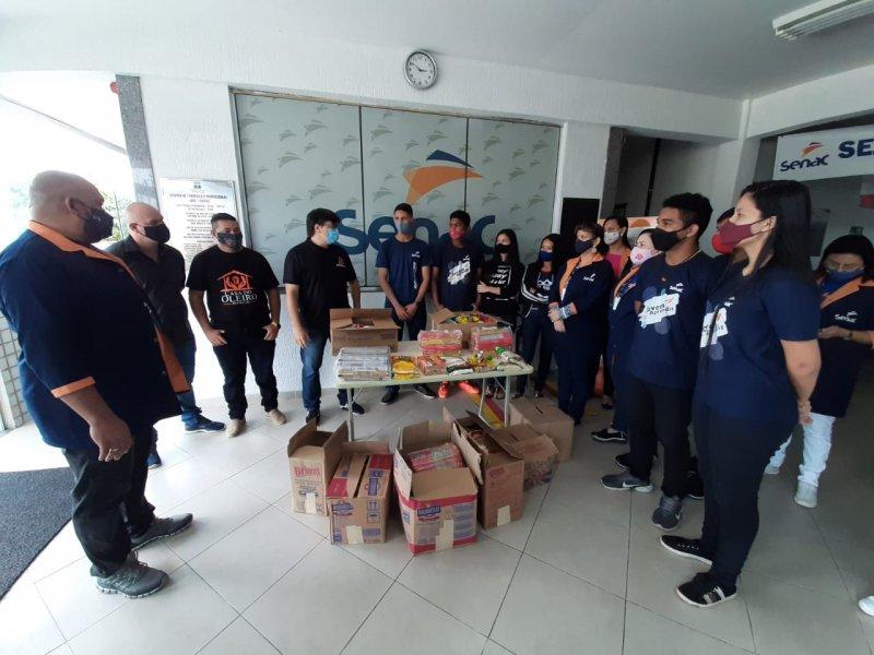 Alunos Senac doam mais de 700 kg de alimentos para instituições sociais de Manaus